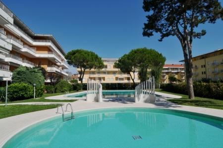 Duna verde agenzia duna fiorita appartamenti duna for Costo piscina seminterrato